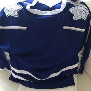 Youth XL Toronto maple leafs jersey 16/18